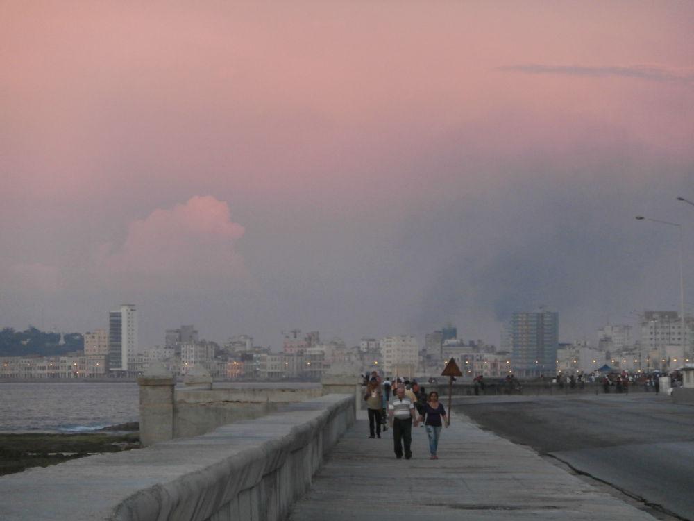 El-Malecon-La-Habana-Cuba