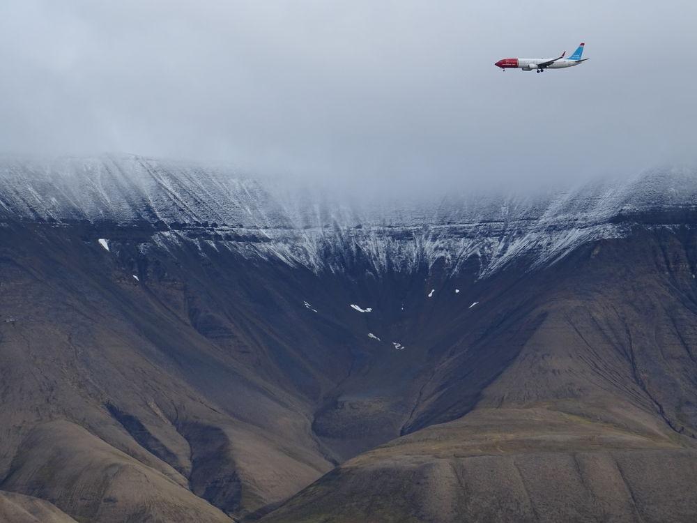 Longyearbyen-Svalbard-plane