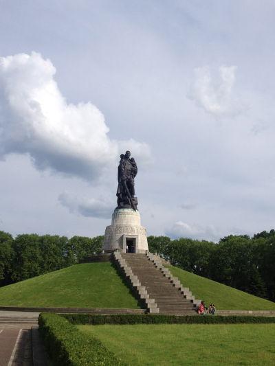 Treptower Park-mausoleo-soldato-Berlin