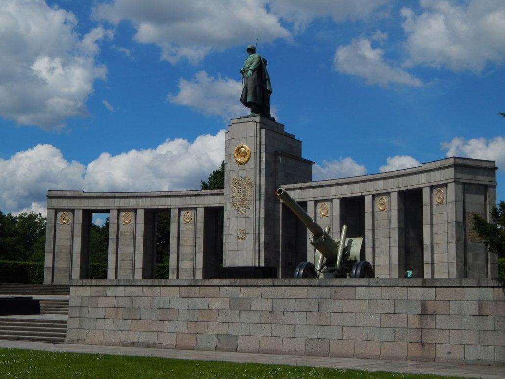 memoriale-sovietico-tiergarten-berlin