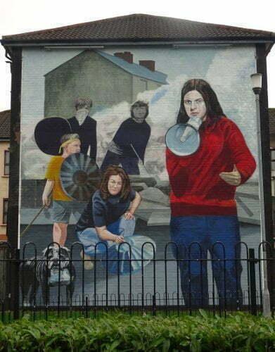 Derry-Bogside-megafono-murales