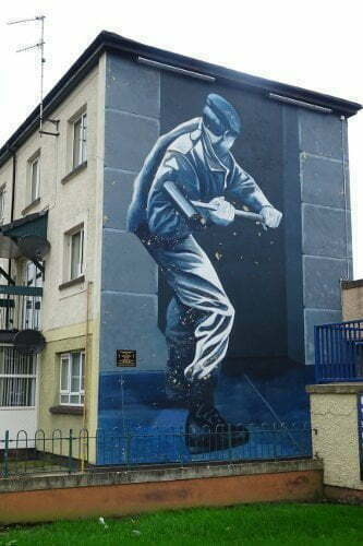 Derry-Bogside-motorman-murales