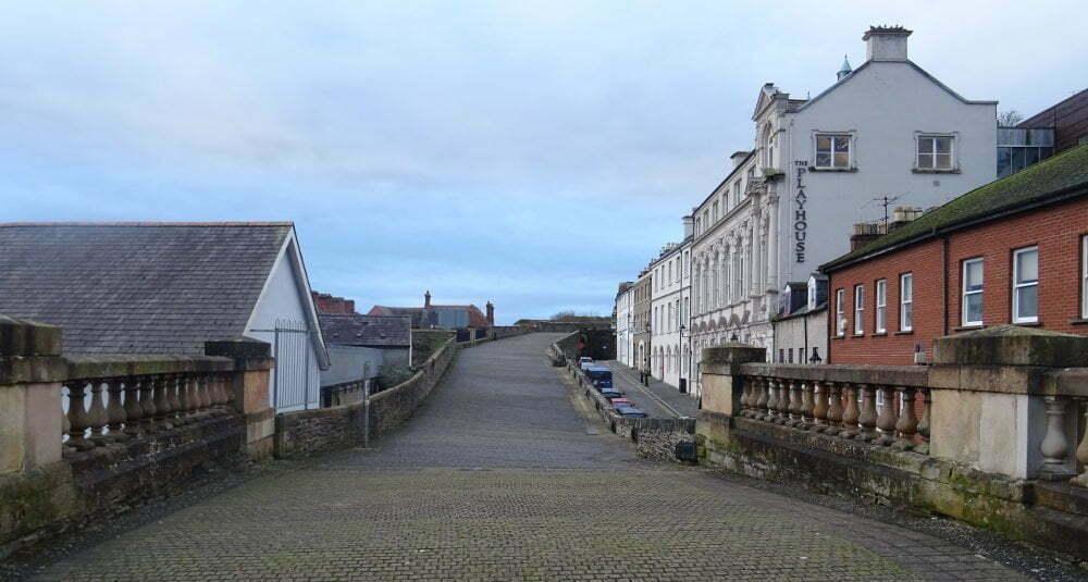 Derry-wall-walking