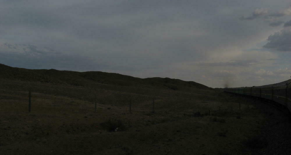 Deserto del Gobi dal finestrino del treno - Mongolia Transiberiana