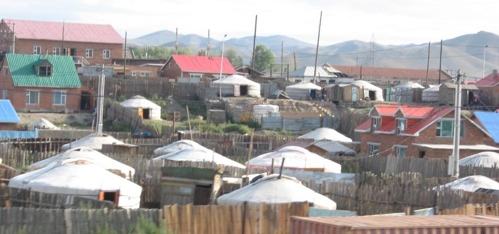 ger nella periferia di Ulaan Baatar - Mongolia Transiberiana