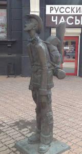 Russia - Irkutsk - statua viaggiatore
